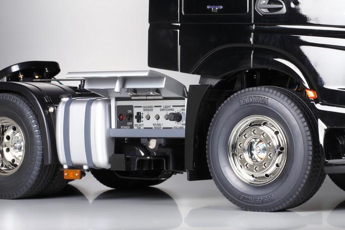 Tamiya Mercedes Actros 3363 gigaspace kit 2
