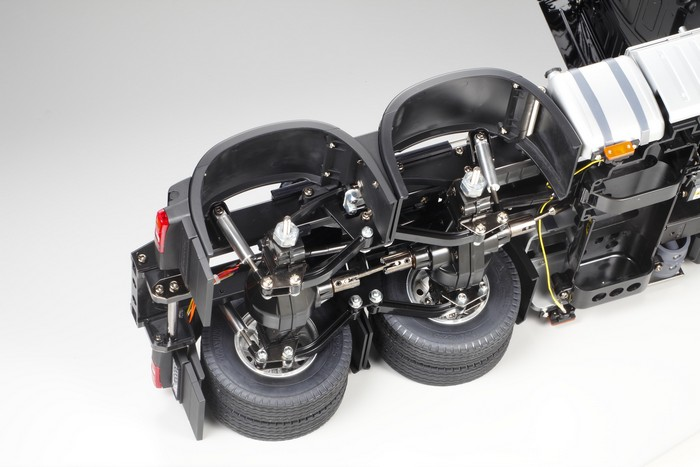 Tamiya Mercedes Actros 3363 gigaspace kit 4