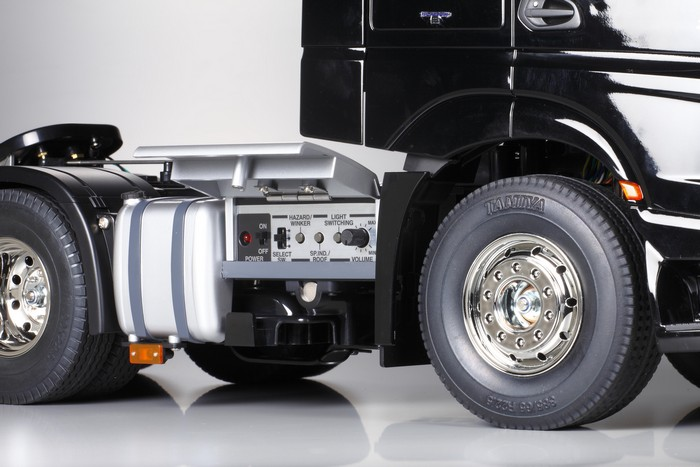 Tamiya Mercedes Actros 3363 gigaspace kit 9