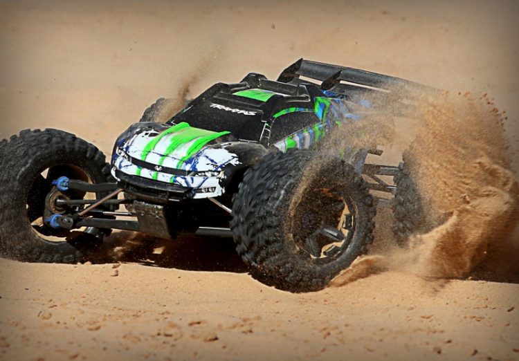 Traxxas e-revo 2.0 Monster Truck Brushless 1/10 08