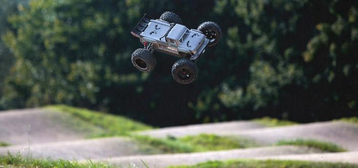 Arrma Outcast 6S BLX 4WD Stunt Truck rtr 14