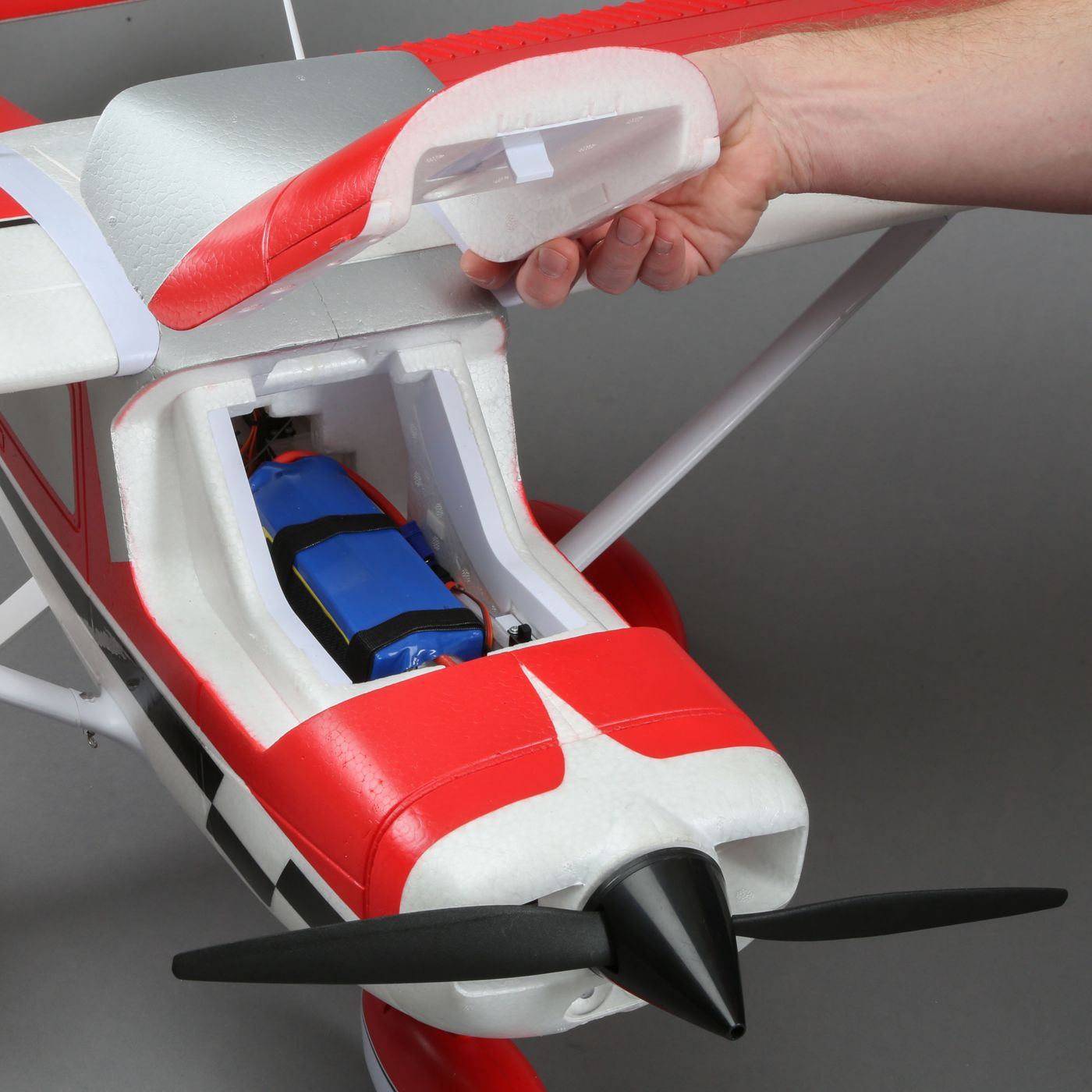 E-flite Carbon Z Cessna 150 2.1m BNF Basic 08